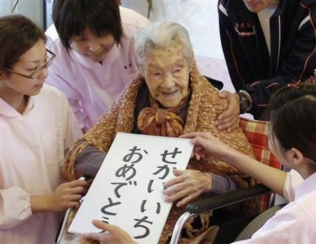 Танэ Икаи, 18 января 1879 - 12 июля 1995, прожила 116 лет, 175 дней. Она родилась 18 января в 1879 году в семье земледельцев в городе Кансей, в 20 лет вышла замуж, родила четверых детей, но все они ко дню ее смерти уже умерли.