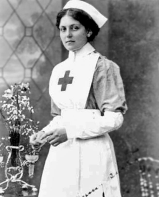 """И с """"Титаника"""" Вайолетт спаслась на шлюпке. Во время Первой мировой войны девушка пошла работать медсестрой, а в 1916-м попала на борт """"Британика"""", который… тоже пошел ко дну! Две шлюпки с экипажем затянуло под винт тонущего судна. Погиб 21 человек."""