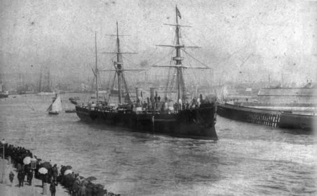 """Пропавший """"Унэби"""" Исчезновение судов в океане - довольно распространенное явление, особенно в районе Бермудского треугольника. Однако бронепалубный крейсер """"Унэби"""" стоит особняком в этом списке. Судно пропало во время перехода из Сингапура в Южно-Китайском море в декабре 1886 года, и это единственный случай бесследного исчезновения в истории Японского флота."""