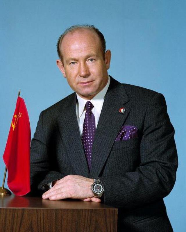 В 1970-1991 годах - заместитель начальника Центра подготовки космонавтов. Кандидат технических наук. Имеет 4 изобретения и более 10 научных трудов.
