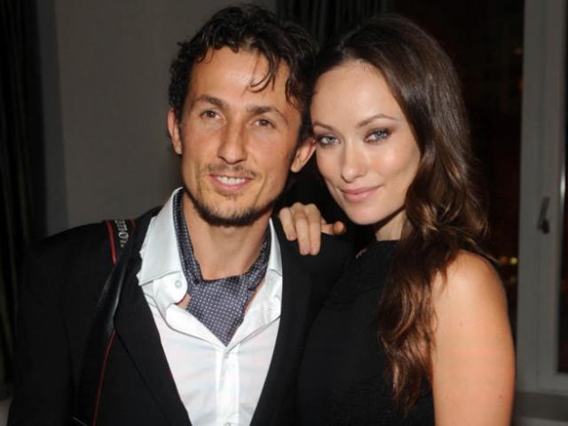 Оливия Уайлд. Оливии было 19 лет, когда она вышла замуж за своего первого мужа, итальянского режиссера, музыканта и князя Тао Русполи в июне 2003 года.