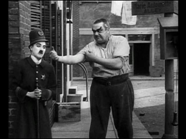 """Во время съемок фильмов Чаплина произошел всего один несчастный случай. Травму получил сам Чаплин на съемках фильма """"Тихая улица""""."""