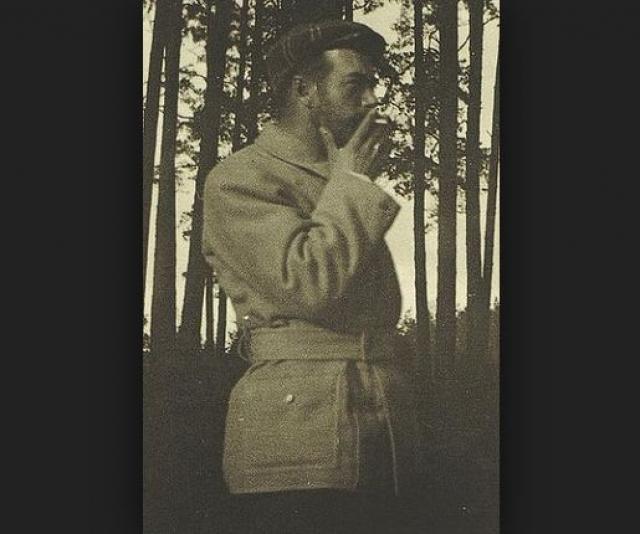 Кроме этого Николай был заядлым курильщиком и частенько выкуривал одну сигарету за другой.