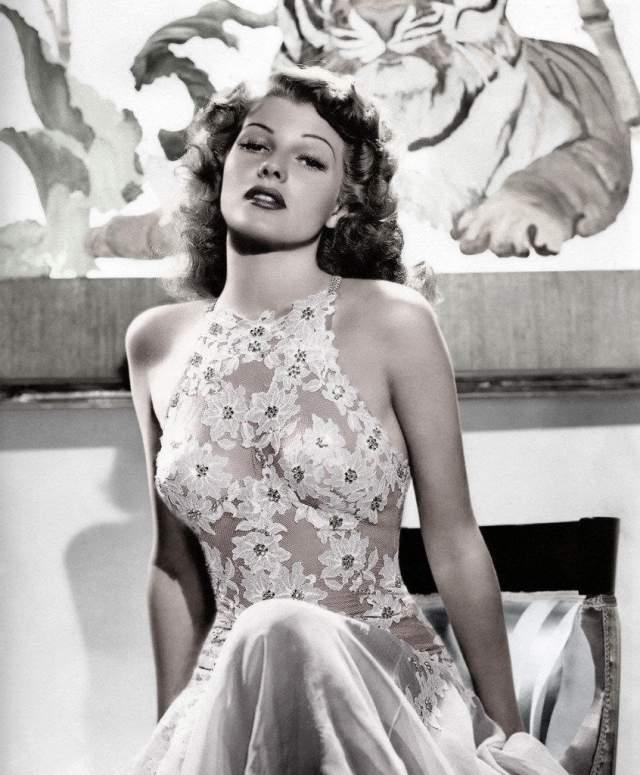 """Рита Хейворт - в 10 лет будущая звезда """"Золотого века"""" Голливуда стала любовницей собственного отца, профессионального танцора Эдуардо Канзино."""