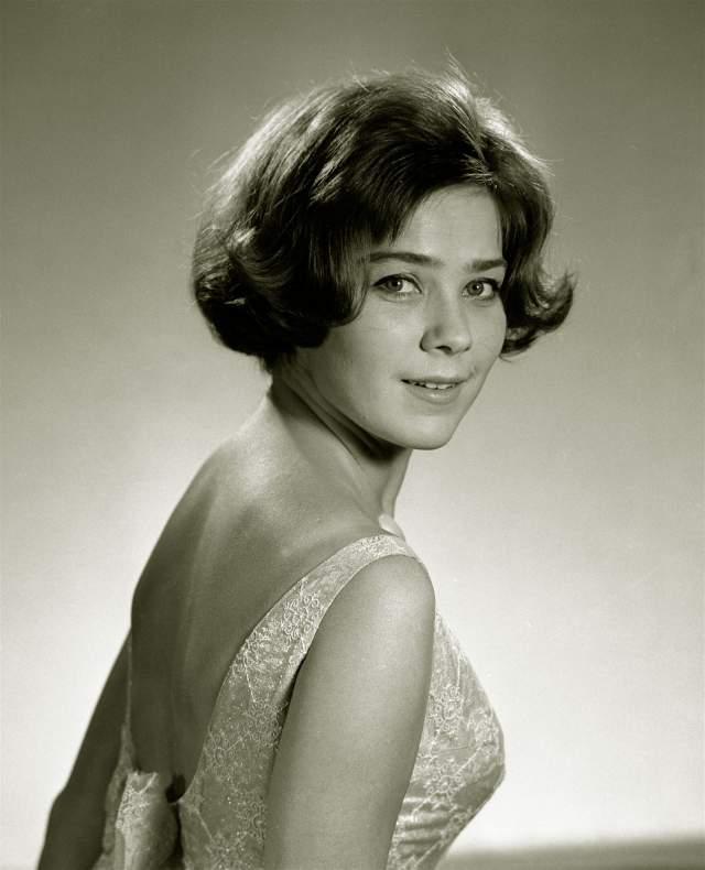 После смерти актера Лариса так и не вышла замуж снова. Она посвятила себя кино и театру, а также воспитанию дочери Марии Голубкиной от прошлых отношений, которую Миронов воспитывал как родную.
