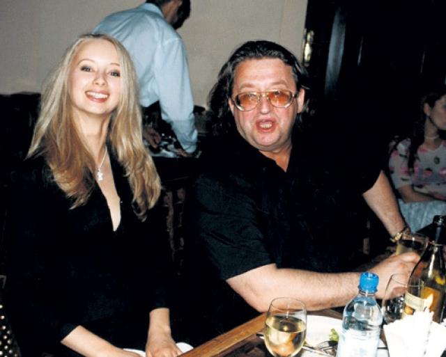 В 2003 году брак распалсяиз-за юной Марины Коташенко.