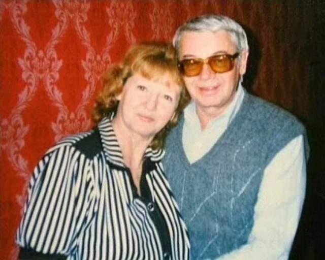 """Спустя какое-то время он влюбился в сотрудницу """"Ленфильма"""" Людмилу Неволину и стал жить с ней и ее дочерью от первого брака. Совместных детей у пары не было. Актер умер в 62 года от ишемической болезни сердца. В 2005 году не стало и Людмилы."""