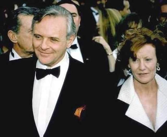 Энтони Хопкинс. Актер состоял в браке с Дженнифер Линтон с 1973 по 2002 год. Почти 30 лет брака пошли насмарку из-за новой возлюбленной Хопкинса.