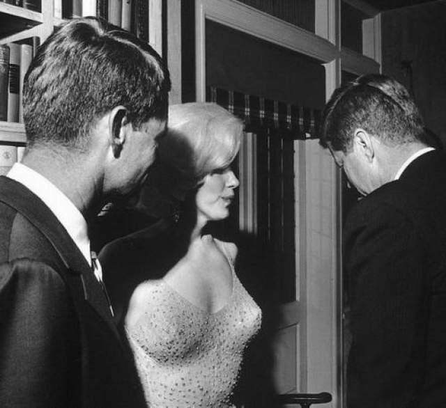 """Отношения с Джоном у них начались лишь в октябре 1961 года, когда он уже стал президентом. Это возмущало многих, в том числе спецслужбы, которые считали, что связь с """"алкоголичкой"""" может угрожать безопасности государства."""