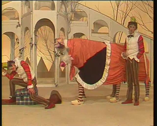 """Наполнение """"Будильника"""" - театральные постановки, мини-спектакли, выступления детских коллективов, а также """"мультлото"""" - ведущие выбирали, как в """"Спортлото"""", письмо с просьбой показать определенный мультфильм."""