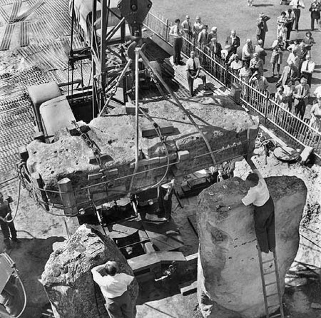 Воспользовавшись военным положением, военные выселили жителей из окрестных областей и без свидетелей установили бетонные подделки, имитирующие древние мегалиты.