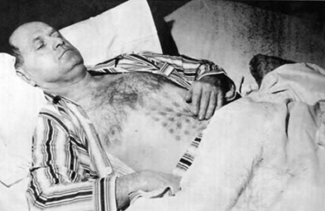 Случай у озера Фалькон 19 мая 1967 года Уфологи всего мира считают этот снимок доказательством существования НЛО. 19 мая 1967 года Стефан Мизалак отправился к канадскому озеру Фалкон Лейк, чтобы изучить залежи кварца, когда он обнаружил два сигарообразных объекта, один из которых приземлился рядом с мужчиной. Михалак рассказывал, что видел дверь и услышал голоса, доносящиеся изнутри объекта. Через некоторое время объект поднялся в воздух, оставляя за собой странный выхлоп в виде решетки, которая оставила ожог на груди Стефана.