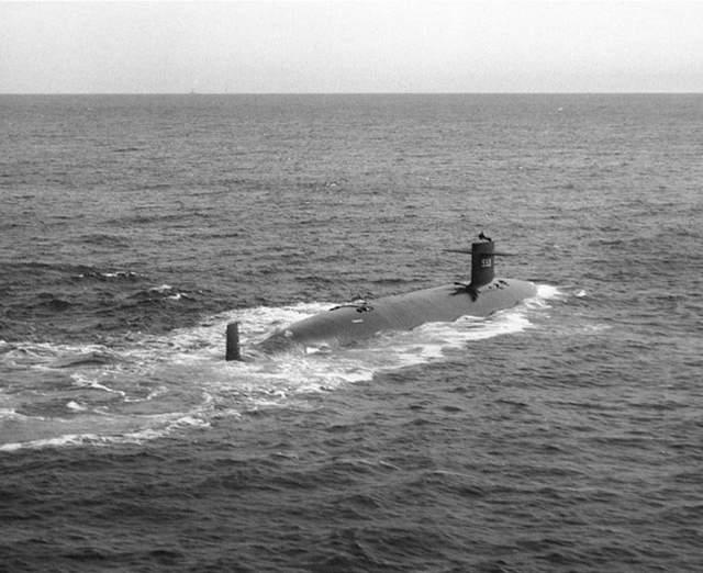 """Подводная лодка ВМС США """"Трешер"""", 1963 год Подводная лодка Thresher погибла в далеком 1963 году, она была построена тремя годами ранее и являлась первой в своем роде подлодкой типа """"Трешер""""."""