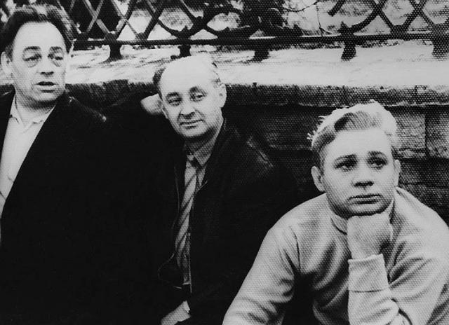 После учебы Леонова приняли в театр им. Станиславского, где он мастерски изображал звуковые эффекты: шум ветра, грохот коляски, плеск воды, цоканье копыт. За эту работу была назначена твердая цена – 5 рублей.