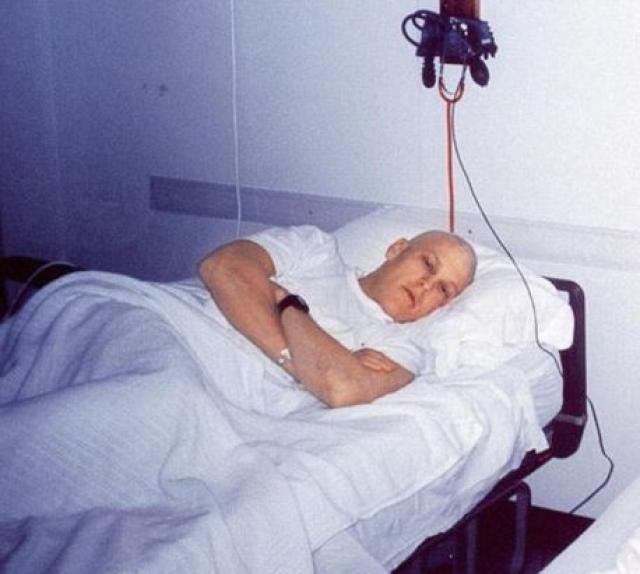 Врач рекомендовали Армстронгу еще перед курсом химиотерапии заморозить сперму, чтобы потом использовать ее для ЭКО.