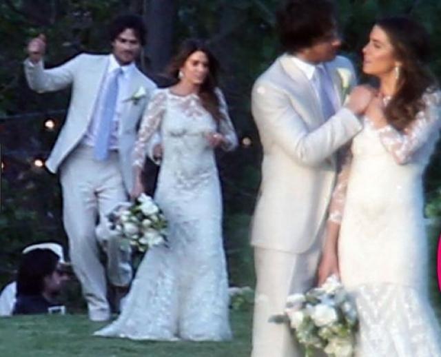 Никки Рид и Йен Сомерхолдер. Коллеги по сериалу объявили о своем романе в июле 2014 года, а менее чем через год состоялась их закрытая брачная церемония в Малибу.