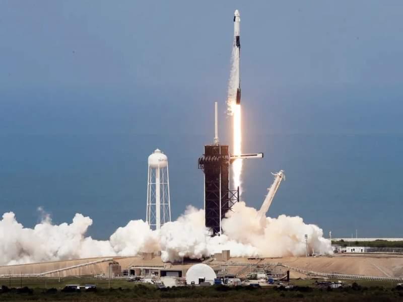 SpaceX провела первый в истории частный пилотируемый запуск к МКС
