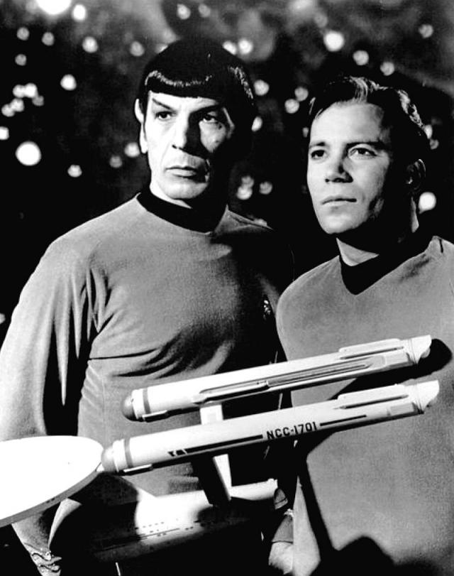 """А известным во всем мире актер стал благодаря сыгранной им роли Джеймса Тиберия Кирка, капитана звездолета """"Энтерпрайз"""", в сериалах """"Звездный путь"""" (1966-1969)."""