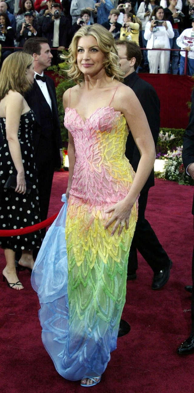 Фейт Хилл. Платье звезды производит впечатление, выстиранного с разноцветными конфетами.