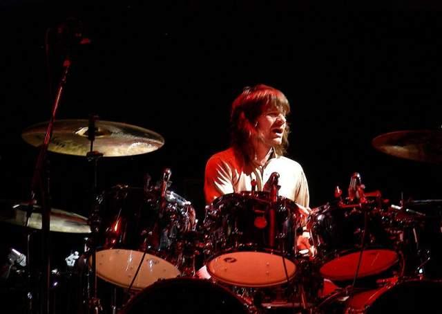 Также Зак был третьим по счету барабанщиком группы Oasis. Кроме того, Старки работал с такими исполнителями как Джонни Марр, Пол Уэллер, The Icicle Works, The Waterboys, ASAP и Lightning Seeds.