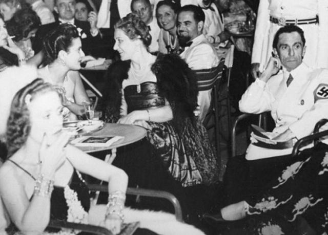 После начала Второй мировой войны женщина с энтузиазмом работала в ведомстве мужа, путешествовала по миру, поддерживала войска, утешала вдов погибших на войне солдат.