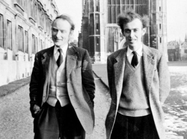 Разгадка особенности молекулы ДНК как раз и пришла ученым во время эксперимента с ЛСД. Кстати, в Кембридже среди молодых ученых увлечение психоделиками было тогда не редким явлением.