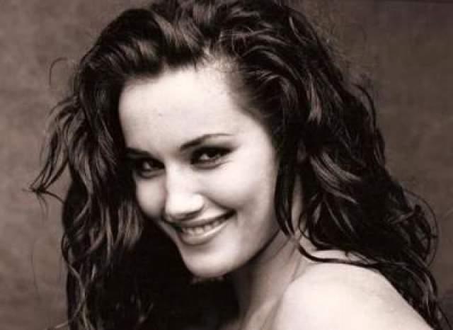 Кадамба Симмонс 24-летняя британская актриса и фотомодель Кадамба Симмонс, снявшаяся в семи кинокартинах, три из которых вышли уже после ее смерти, была жестоко убита 14 июня 1998 года.