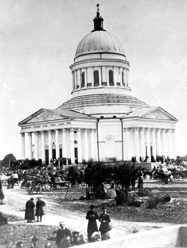 Правда, его последователи решили, что не стоит сохранять сей факт для истории. В отличие от других ленинских мест в Ульяновске, которые стали памятниками, Троицкий собор взорвали.