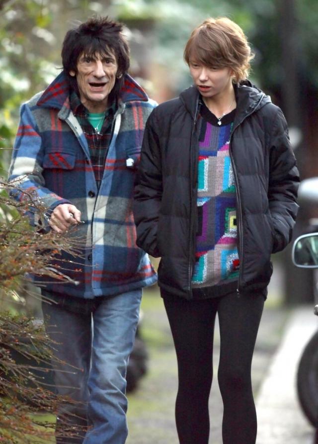 После 23 лет брака он расстался с Джо в 2008 году из-за интрижки с официанткой русского происхождения, 18-летней Катей Ивановой