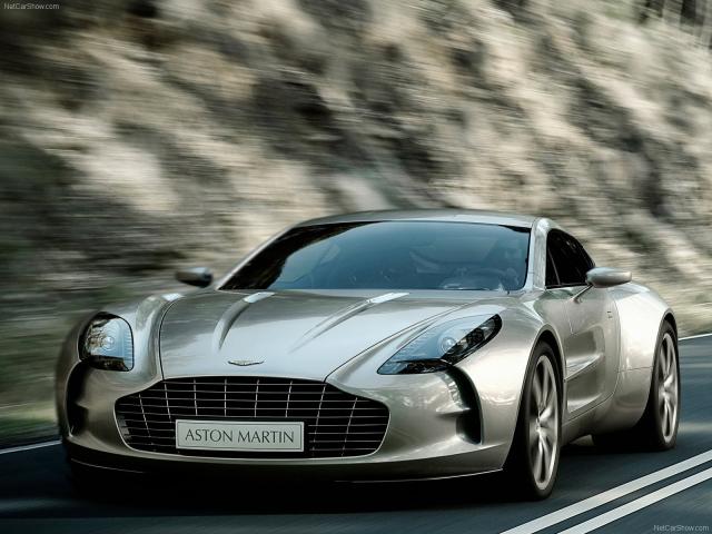 """Aston Martin One-77 - $1 700 000. Автомобиль оснащен 7,0-литровым мотором V12, развивающим мощность в 650 л.с., и способным разгоняться до """"сотни"""" за 3,5 сек, при этом максимальная скорость равна 350 км/ч."""