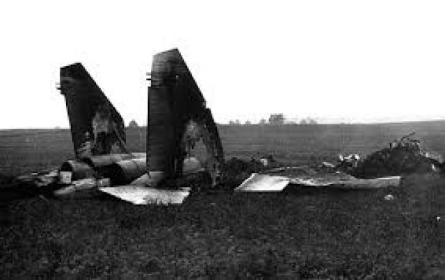Получив приказ катапультироваться, Карват 14 секунд, которые оставались до падения самолета, уводил его от расположенных рядом деревень Арабовщина и Большое Гатище.