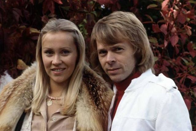 Агнета Фельтског и Бьорн Ульвеус были вскоре официально поженились, а Анни-Фрид Лингстад и Бенни Андерссон жили гражданским браком.
