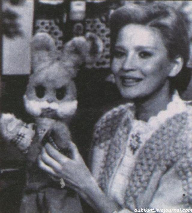 В 1970 году появился Степашка - антипод Хрюши: послушный и любознательный зайчик, вежливый и рассудительный.