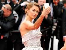 СМИ: звездам запретят делать селфи на Каннском фестивале