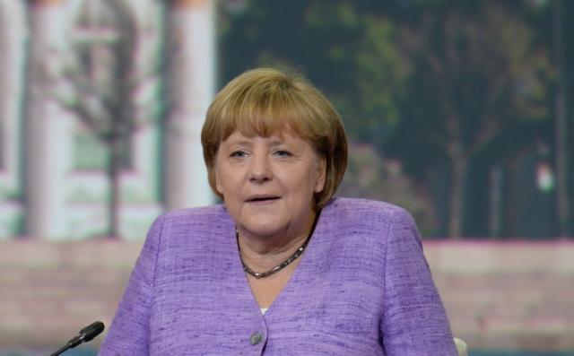 Немецкие журналисты канцлеру тряхнуть стариной спокойно не дают и тщательно отслеживают судьбу ее нарядов.