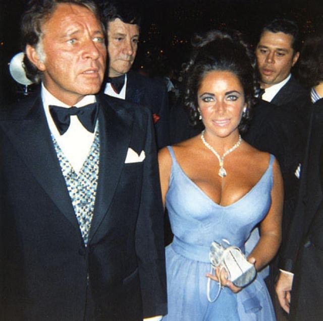 В 1968 году Тейлор решила уйти от мужа, когда не попала в рейтинг 10 самых знаменитых кинозвезд, в котором лидировала много лет подряд: она считала, что всему виной тот распутный образ жизни, который она вела вместе с Ричардом, и его постоянные запои и гулянки, так выматывавшие ее.