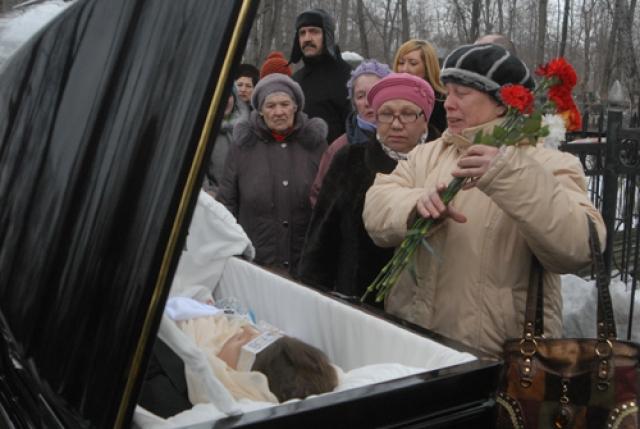 Ирина, Гульнара и Амирам Шанидзе заявили, что отцом актера был их же отец — виолончелист Шанидзе, второй муж матери Пороховщикова. По их утверждению, на фото их отца на обратной стороне рукой матери Пороховщикова было написано что его настоящим отцом являлся именно их папа.