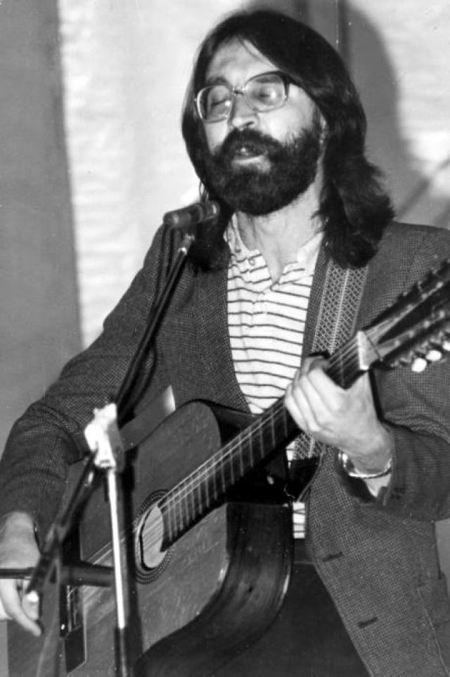 А таким Юрий Юлианович прибыл в Питер в 1986.