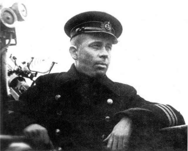 Шестой боевой поход под его командованием с 20 апреля по 13 мая 1945 года был признан неудовлетворительным.