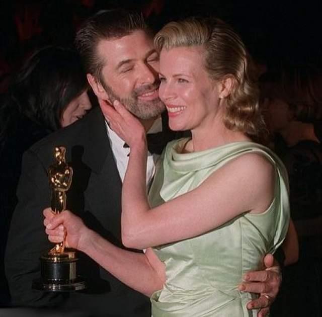 """Долгое время обладатель """"Золотого глобуса"""" состоял в браке с актрисой Ким Бейсингер. Пару нередко называли одной из самых красивых в Голливуде."""