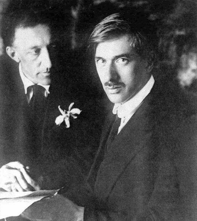 Во время войны Чуковский был военным корреспондентом, редактором альманахов, журналов. Он владел иностранными языками и переводил произведения зарубежных авторов.