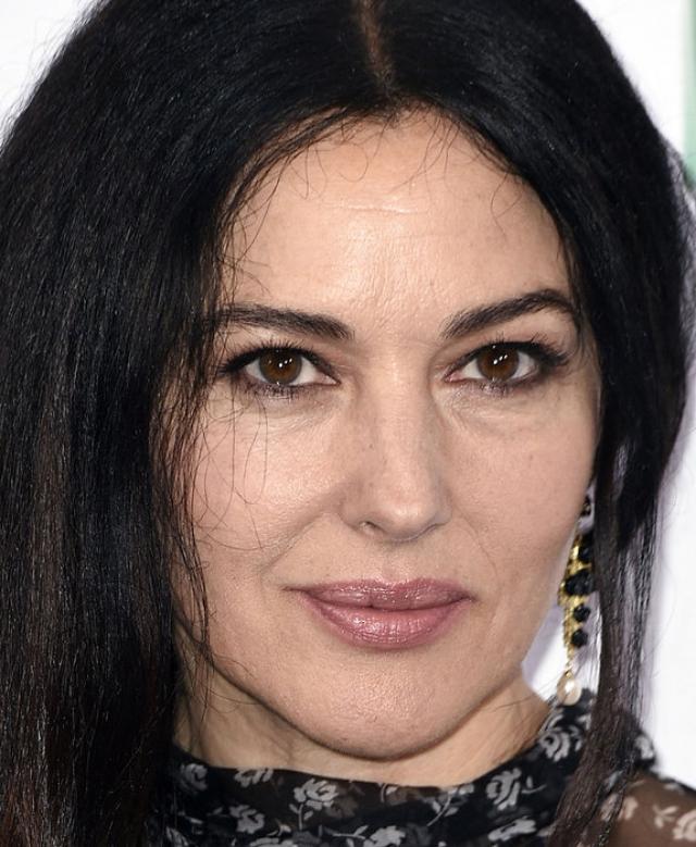 Моника Белуччи. 52-летняя актриса продолжает будоражить умы мужчин по всему свету.