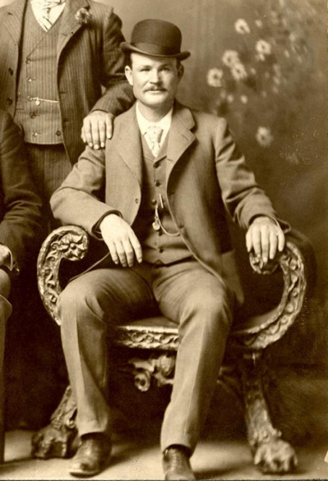 """Роберт Лерой Паркер, а таким было настоящее имя грабителя, возглавлял банду """"Wild Bunch"""", которая днем грабила, а после """"работы"""" развлекалась и устраивала драки в """"салонах""""."""