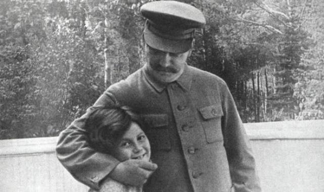 Светлана с отличием окончила школу, а позже и исторический факультет МГУ.