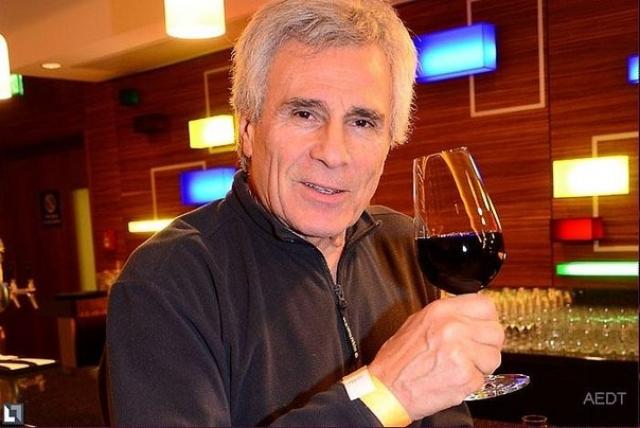 А если пьет, то только хорошие вина.