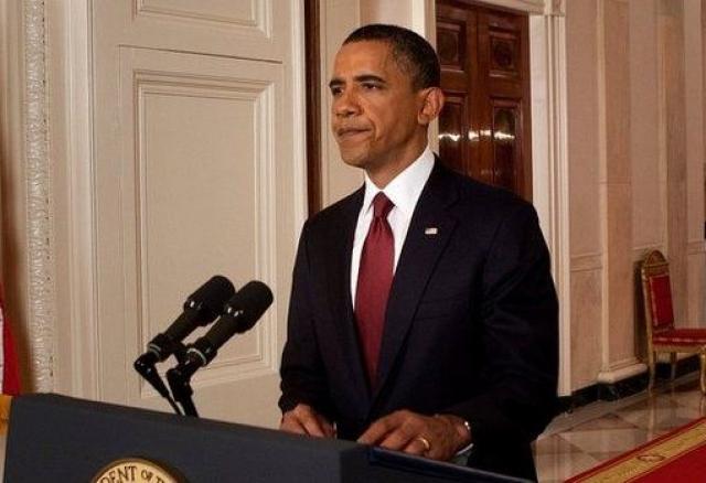 """Кстати, будучи кандидатом в президенты США на выборах 2008 года, Обама в ответ на вопрос, что бы он делал, если бы бен Ладен был схвачен в период его президентства, высказал предположение, что вряд ли удастся захватить лидера """"Аль-Каиды"""" живым. Однако, если это случится, то единственно правильным решением будет отдать """"террориста номер один"""" под суд."""