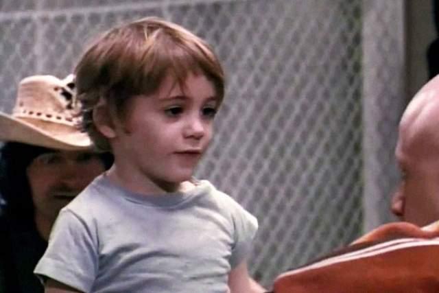 """Отметим, что Дауни-младший сыграл в фильме """"Загон"""" еще в пятилетнем возрасте, но настоящую славу актеру принесла серия фильмов """"Железный человек"""", в котором он исполнил роль гения Тони Старка."""