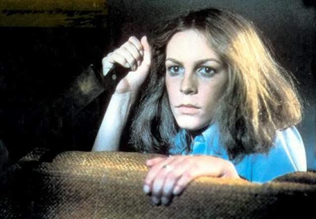 """Джейми Ли Кертис На ранних этапах своей актерской карьеры Джейми была известна как """"королева крика"""" из-за своих ролей в ряде фильмов ужасов начала 1980-х, таких как """"Хеллоуин"""". """"Туман"""", """"Школьный бал""""."""
