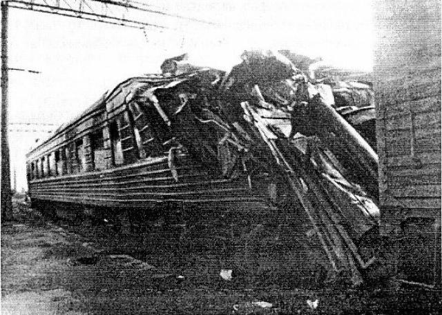 Крушение на станции Каменская. Трагедия произошла ночью 7 августа 1987 года на Лиховском отделении Юго-Восточной железной дороги в городе Каменск-Шахтинский. Тяжелый грузовой поезд из-за отказа тормозов по вине железнодорожников не сумел затормозить на крутом уклоне и, разогнавшись до значительной скорости, въехал на станцию.