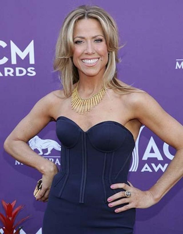 Шерил Кроу. В 2003 году у певицы был диагностирован рак молочной железы, который она успешно поборола.